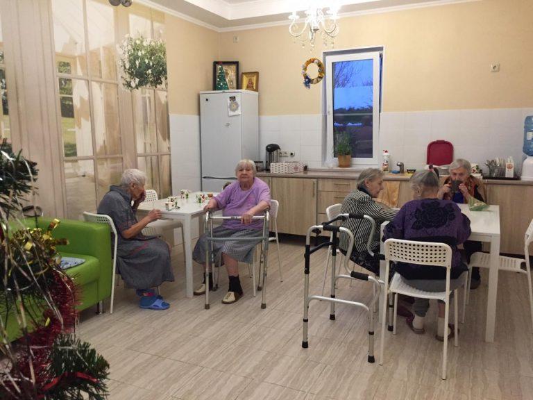 кухня дома престарелых Левобережный