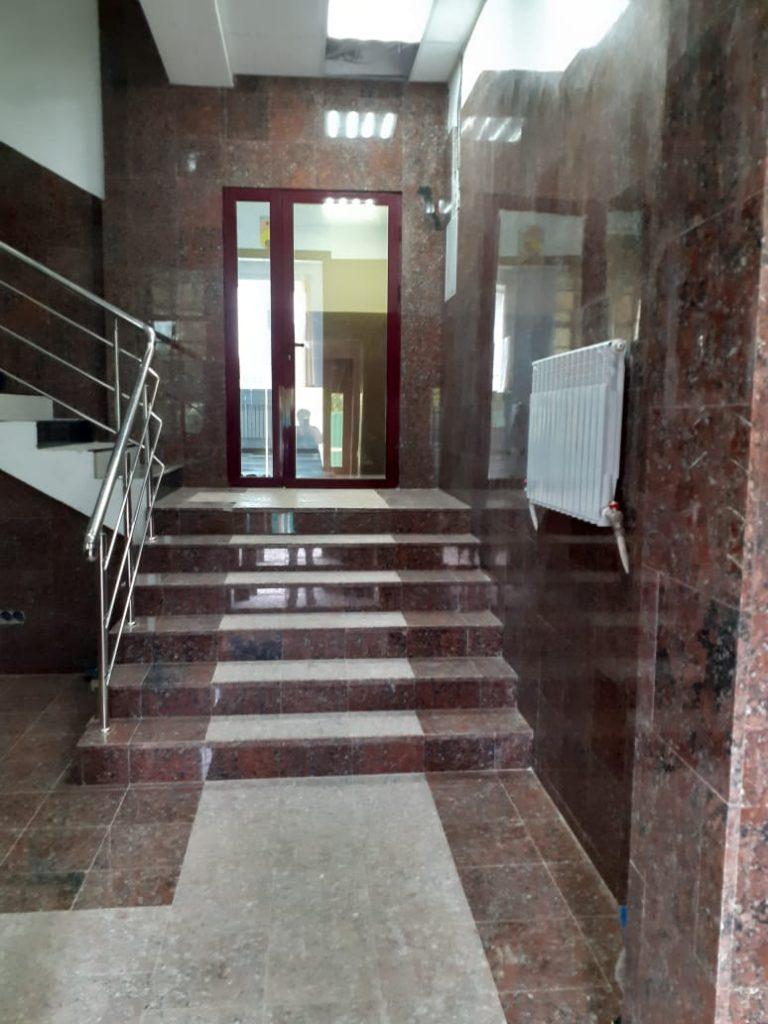 Пансионат для пожилых в Красногорске - лестница на этаж