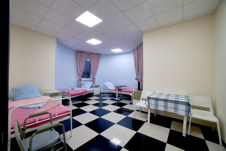Комната пансионата для пожилых людей в Красногорске