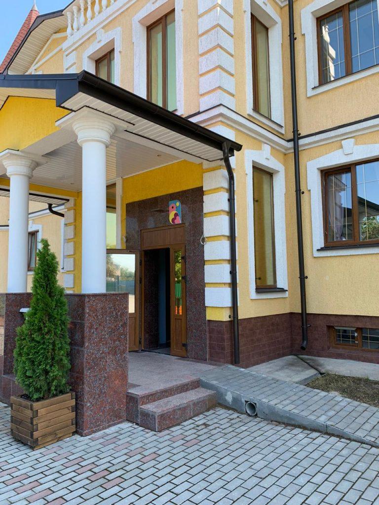 Вход в пансионат Красногорский
